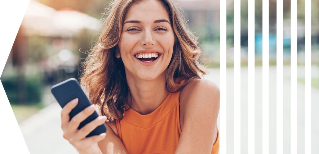 smiling woman, as mood picture to visualize successful digital customer experience